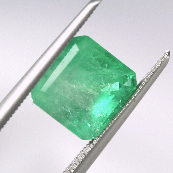 11604: 2.3ct Colombian Emerald 7.7x7.7mm