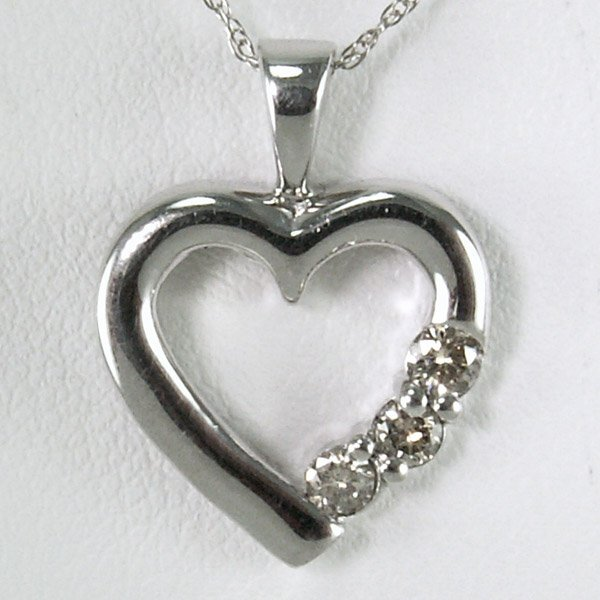 41029: 14KT DIAMOND HEART PENDANT 0.15TCW W/CHAIN