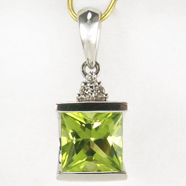 41062: 10KT DIA AND PERIDOT PENDANT 1.53TCW 20X7MM