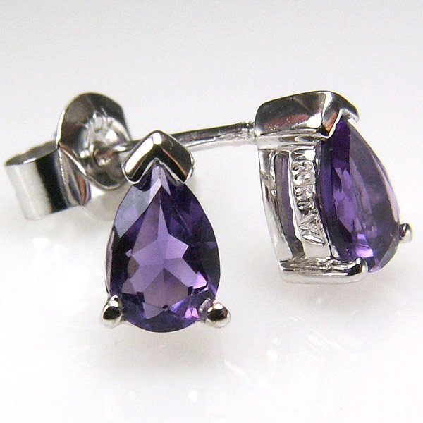 41016: 10KT AMETHYST STUD EARRINGS 0.59TCW