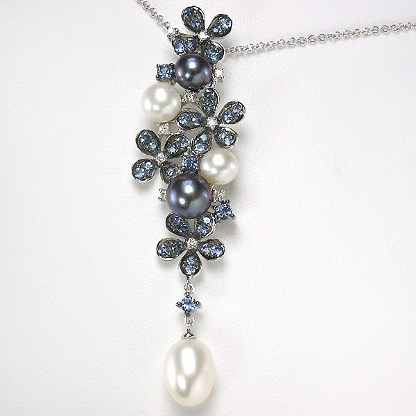 22480: 10KT SAPPHIRE PEARL DIA FLOWER PENDANT 1.40TCW