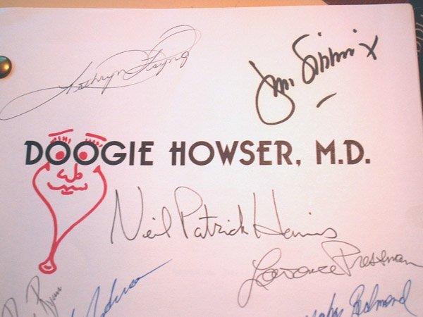 10081: DOOGIE HOWSER CAST SIGNED SCRIPT