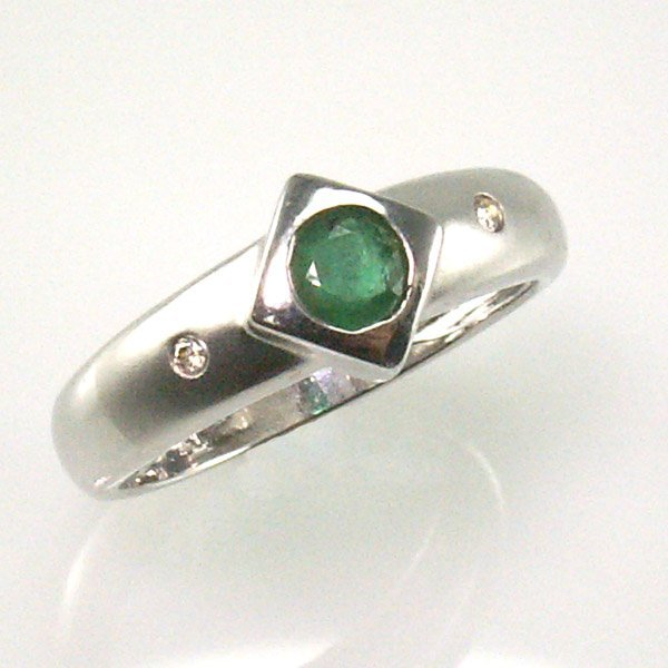 11001: 14KT EMERALD DIAMOND RING 0.39 TCW SZ 7