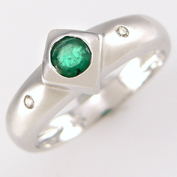 21001: 14KT EMERALD DIAMOND RING 0.39 TCW SZ 7