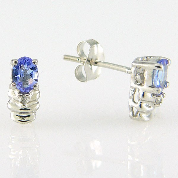 3004: 10KT DIAMOND TANZANITE STUDS 0.33TCW
