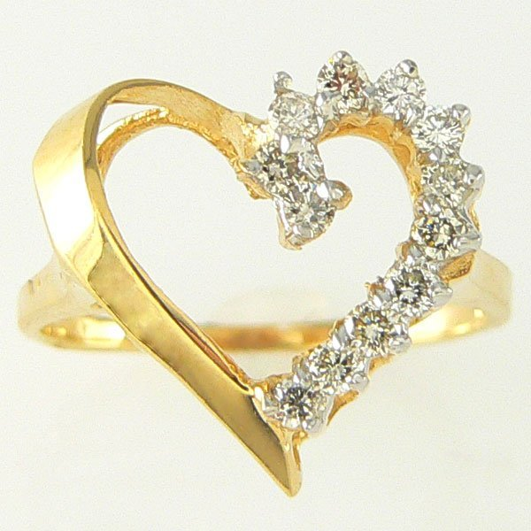 3026: 14KT DIAMOND HEART RING 0.30TCW SZ 7
