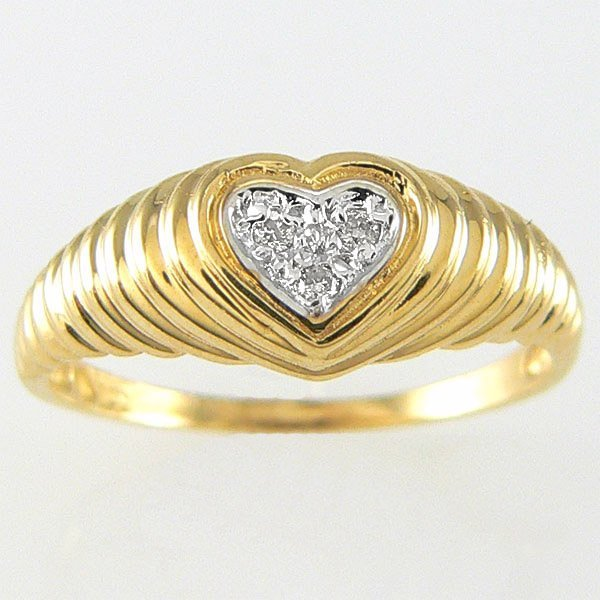 1014: 14KT DIAMOND HEART RING 0.03TCW SZ 7