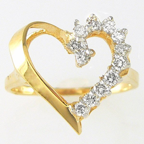 1026: 14KT DIAMOND HEART RING 0.30TCW SZ 7