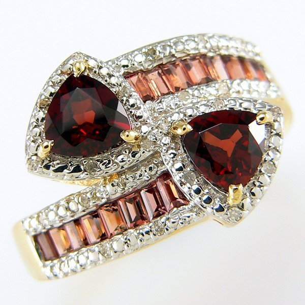 200008: 14KY GARNET DIAMOND BYPASS RING SZ 9