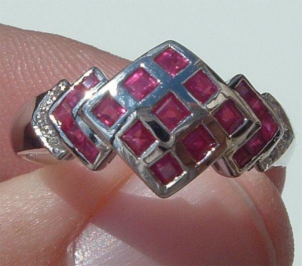 4013: 14KT Ruby Diamond Ring