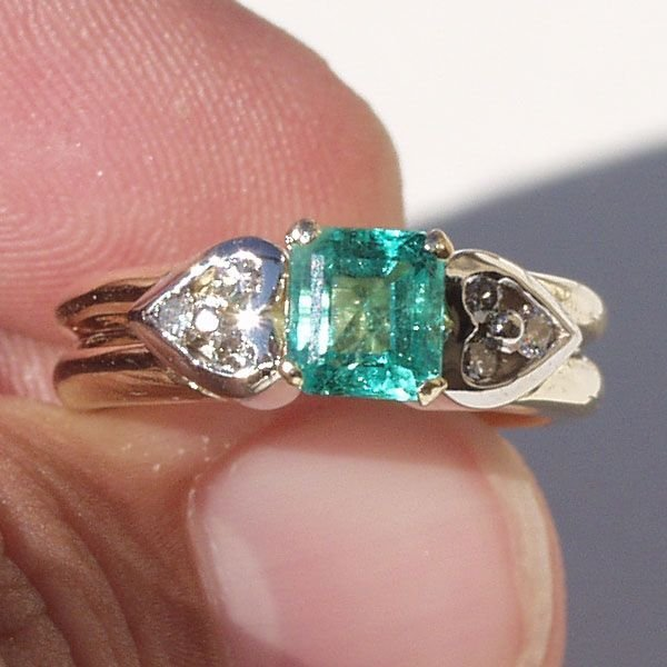 5030: 14KT Emerald Diamond Ring 1.05 TCW