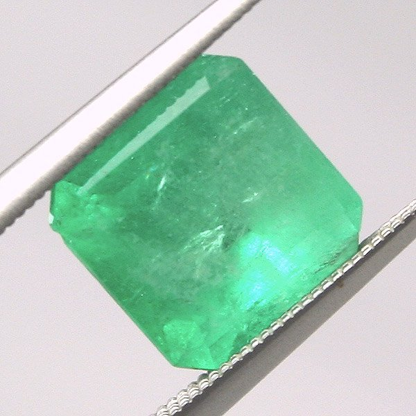 3013: 2.39ct Colombian Emerald 7.88x7.73mm