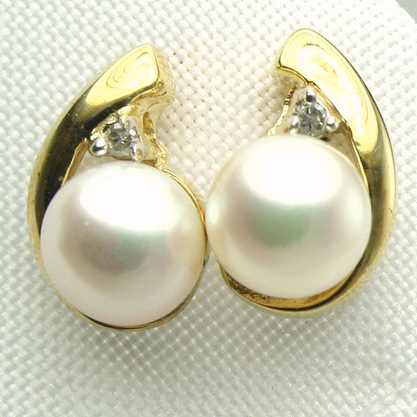5021: 10KT 5.5mm Pearl and Diamond Earrings 0.02 CT
