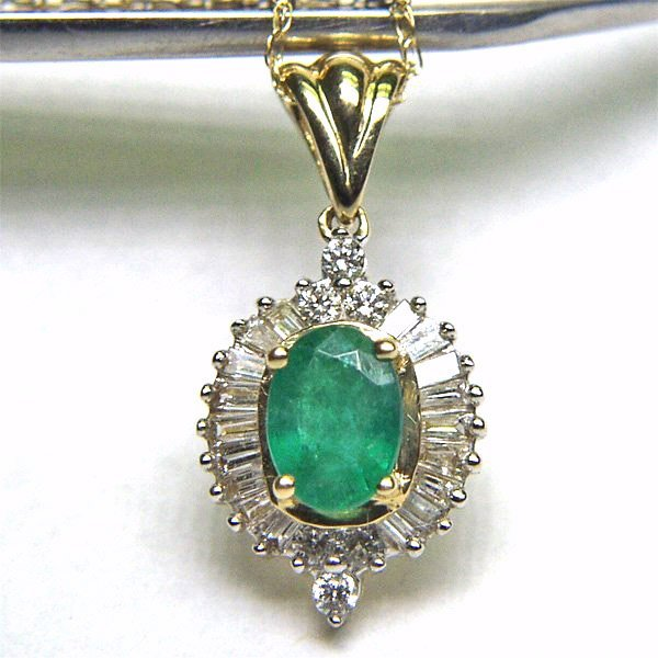 5033: 10KT Emerald Diamond Pendant 1.13 TCW