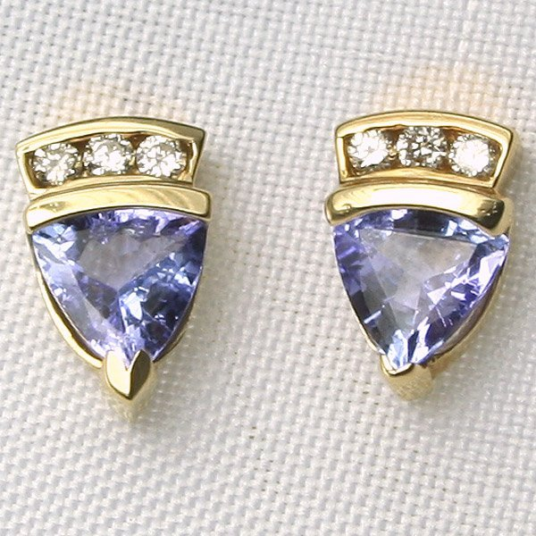 5009: 14KT Tanzanite and Diamond Earrings 0.12 CT