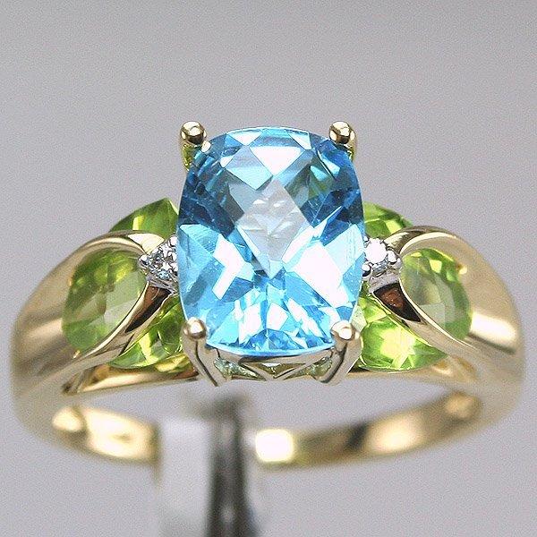 1040: 14KT Blue Topaz Peridot Ring Sz 7.25
