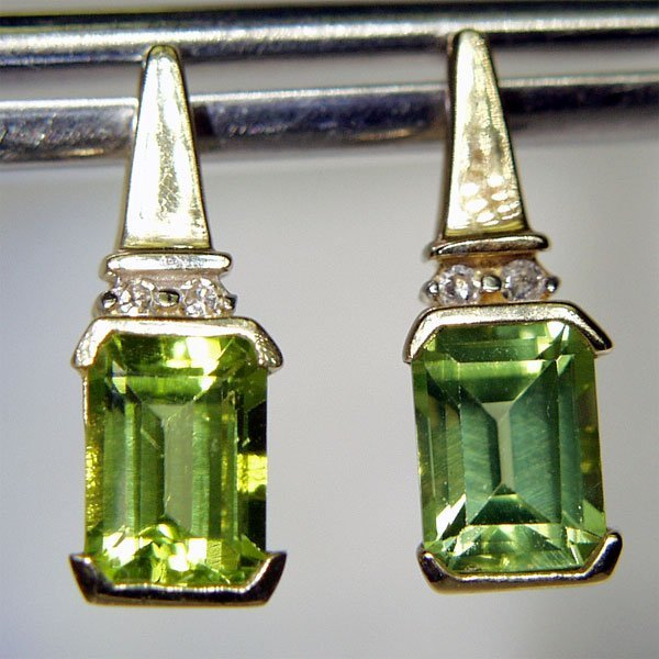 3005: 10KT Peridot Diamond Earrings 0.04 DIA