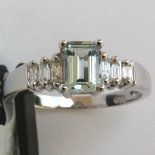 3016: 10KT. Aquamarine & Diamond Ring 6x4 MM