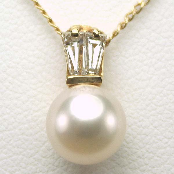 1011: 14KT Pearl and Diamond Pendant w/Chain 0.25CT