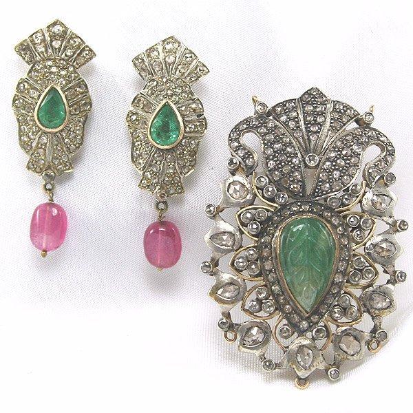 1605: Diamond & Emerald Brooch & Earrings 20.50 CTS.