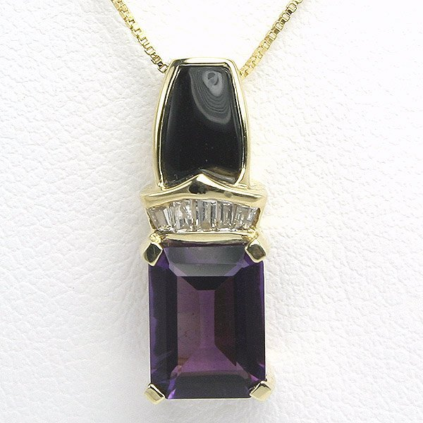 3016: 10KT Amethyst Onyx and Diamond Pendant 0.05CT