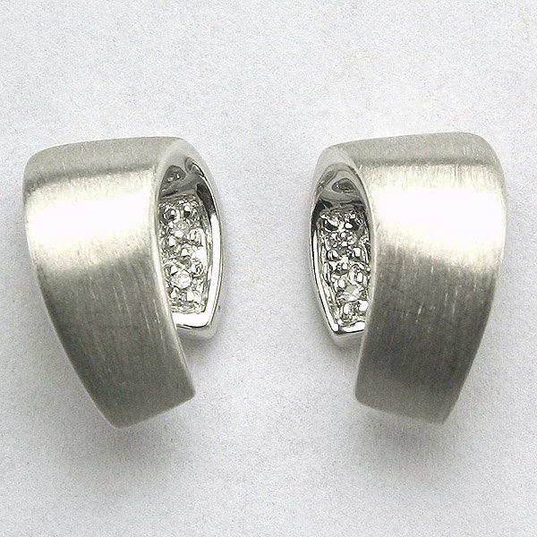 4005: 14KT White Gold Diamond Earrings 0.03CT, 12MM Wid