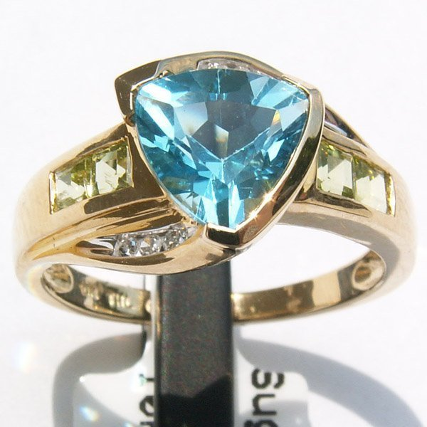 2815: 10KT Blue Topaz Peridot Diamond Ring