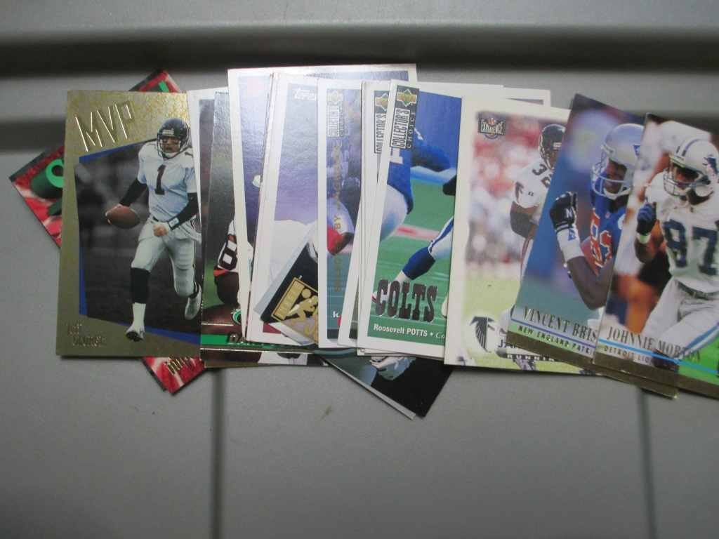 Lot of 25 Football cards
