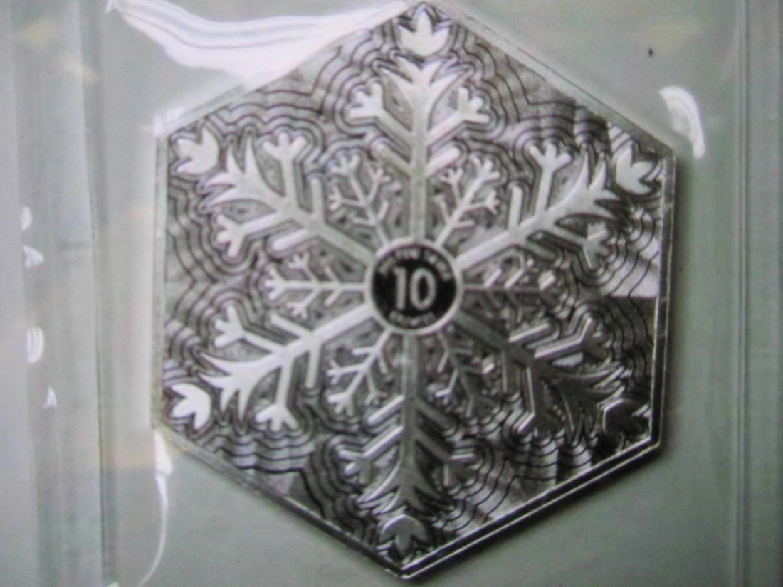 SNOWFAKE 10 OUNCE SILVER COMMEMORATIVE HOLIDAY