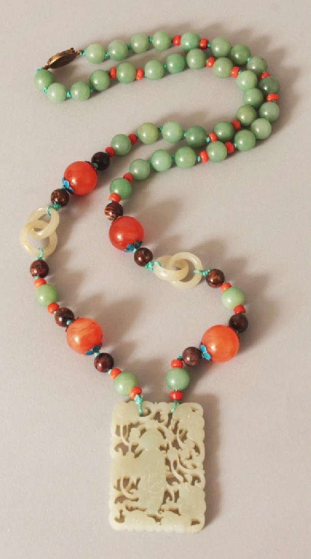 ANOTHER GOOD QUALITY 20TH CENTURY CHINESE JADE PENDANT,