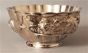 A GOOD LARGE EARLY 20TH CENTURY JAPANESE LOBED SILVER