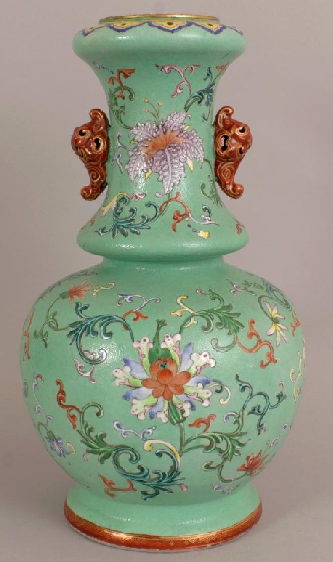 A FINE QUALITY EARLY 19TH CENTURY CHINESE LIME GREEN