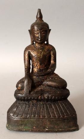 AN 18TH/19TH CENTURY THAI GILT BRONZE FIGURE OF BUDDHA,