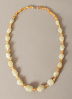 A CHINESE CELADON JADE & AGATE BEAD NECKLACE, the