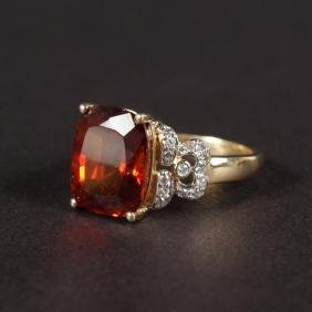 A 14CT YELLOW GOLD, GARNET AND DIAMOND RING.