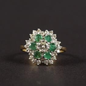 AN 18CT YELLOW GOLD, EMERALD AND DIAMOND RING.