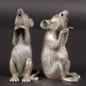 A PAIR OF HEAVY SILVER NOVELTY MICE SALT AND PEPPERS.
