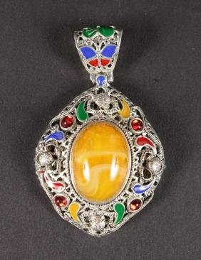 A SILVER AND AMBER PENDANT.