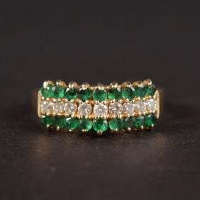 AN EMERALD AND DIAMOND STEPPED RING.