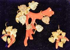 A VICTORIAN YELLOW GOLD AND CORAL BROOCH and PAIR OF