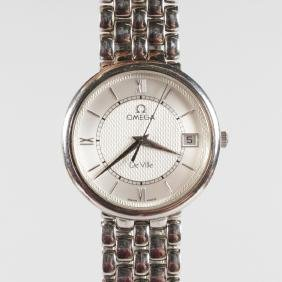A GENTLEMAN'S OMEGA STAINLESS STEEL WRISTWATCH in Omega