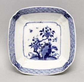 A CHINESE KANGXI PERIOD BLUE & WHITE PORCELAIN DISH,