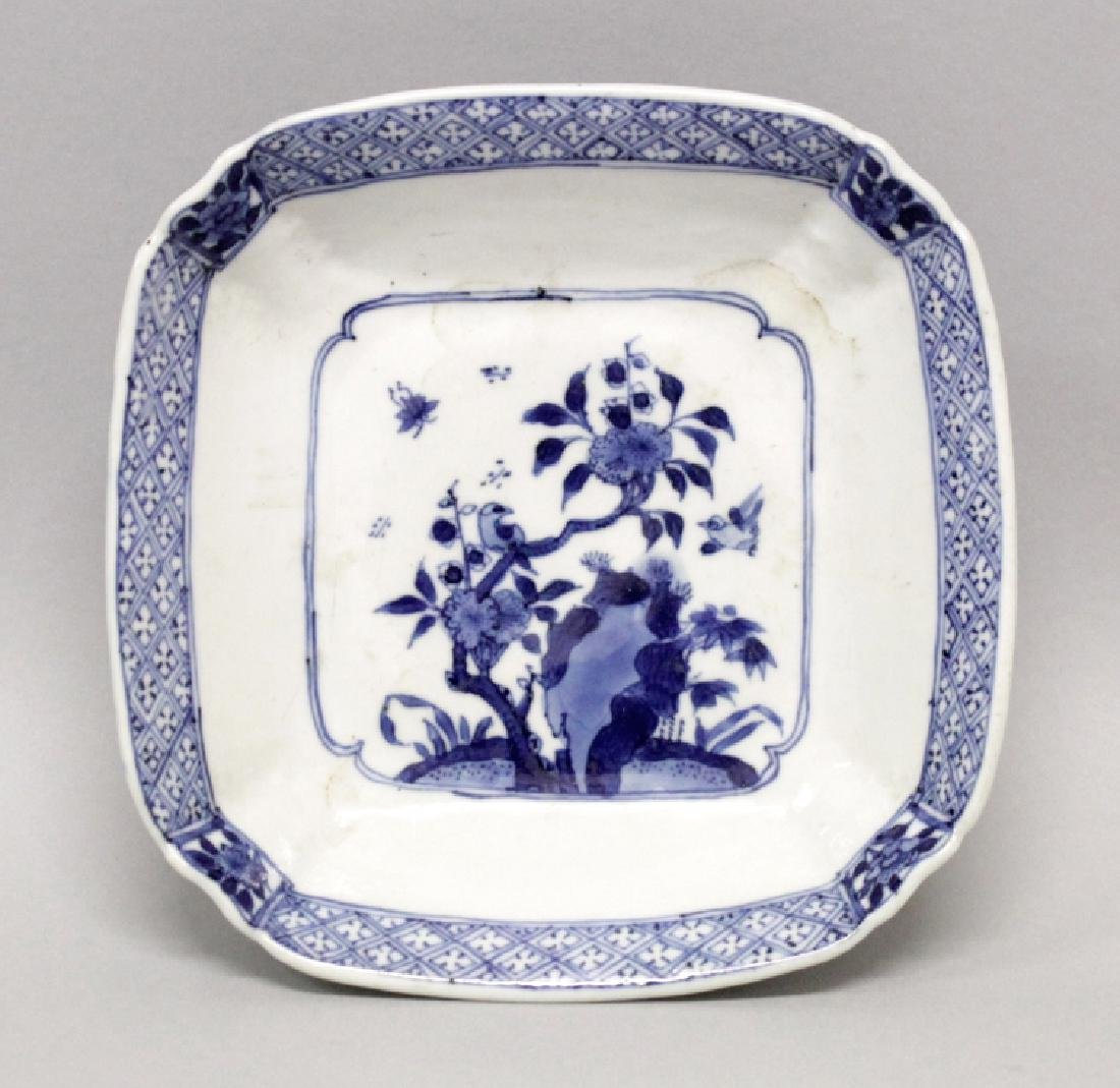 A CHINESE KANGXI PERIOD BLUE & WHITE PORCELAIN DISH,