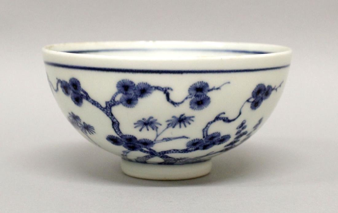 A GOOD QUALITY CHINESE YONGZHENG PERIOD BLUE & WHITE