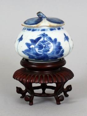 A SMALL CHINESE KANGXI PERIOD ISLAMIC MARKET BLUE &