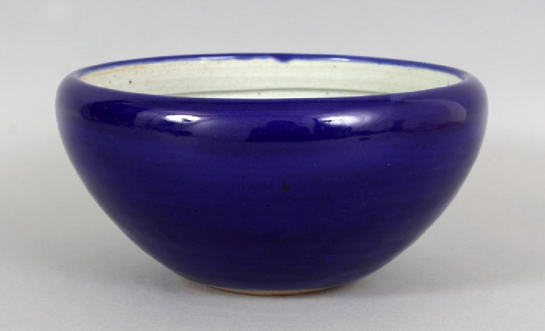AN 18TH/19TH CENTURY CHINESE BLUE GLAZED JARDINIERE,