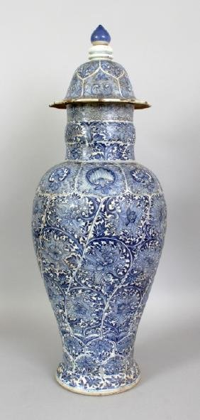 A LARGE CHINESE KANGXI PERIOD BLUE & WHITE PORCELAIN