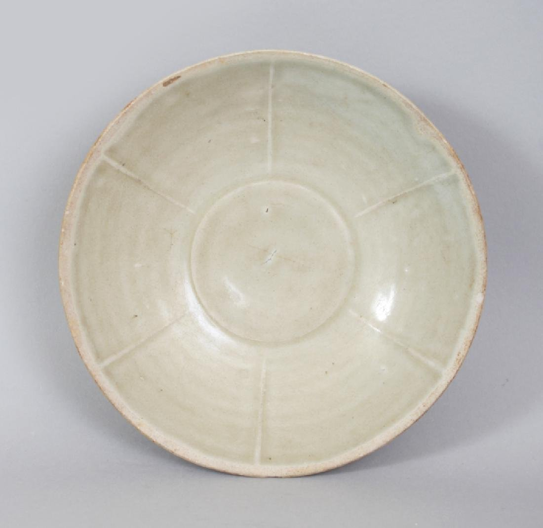 A CHINESE SONG DYNASTY PORCELAIN BOWL, possibly Yue
