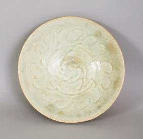 A CHINESE SONG DYNASTY CELADON PORCELAIN BOWL, the