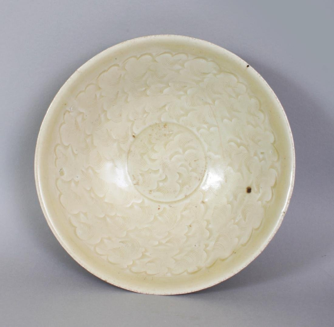 A CHINESE SONG DYNASTY CELADON PORCELAIN BOWL, possibly